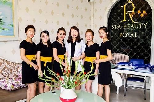 Đội ngũ nhân viên chuyên nghiệp của Spa Beaty Royal