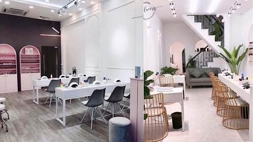 Thiết kế tiệm nail Hà Nội Mit's House theo các tông pastel, tối giản và hiện đại.