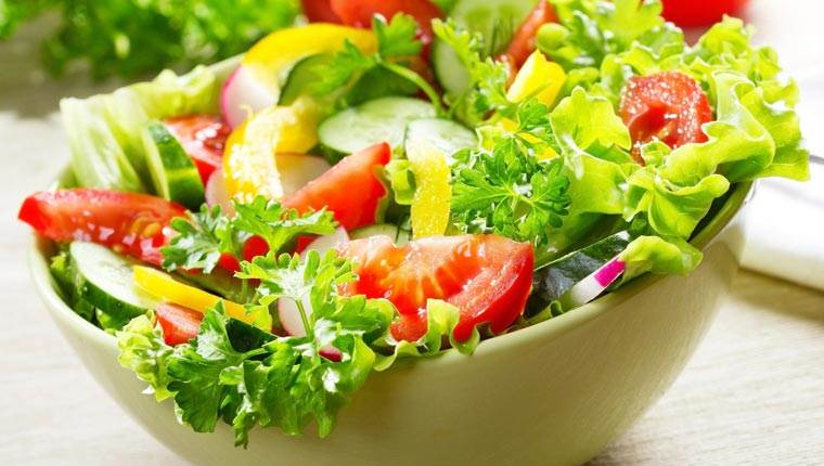 Salat là sự lựa chọn tuyệt vời cho một phần rau xanh hàng ngyaf