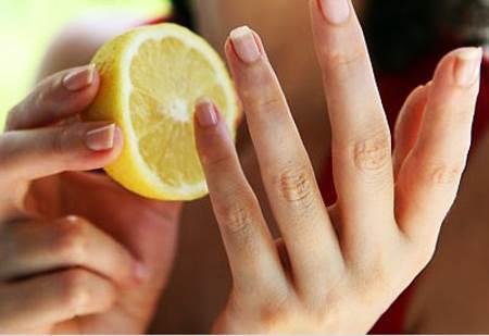 Giúp móng tay chắc khỏe, sáng bóng