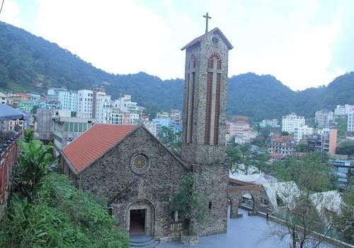 nhà thờ đá cổ ở tam đảo - kinh nghiệm du lịch tam đảo