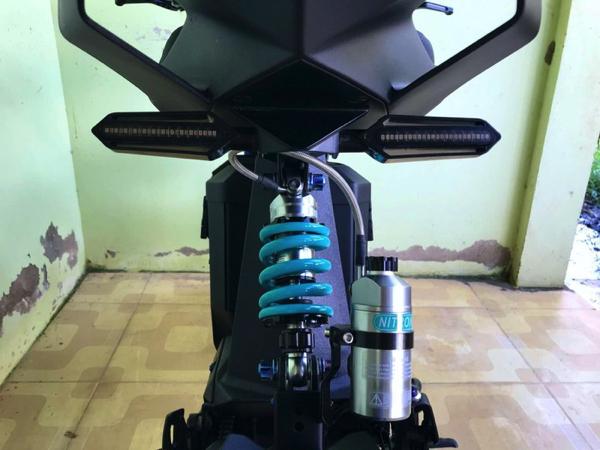 Đèn xi nhan sau của xe sử dụng công nghệ LED, thiết kế gọn gàng
