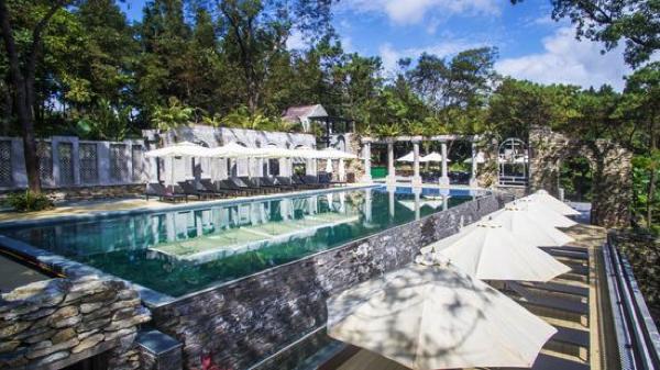 Bể bơi tại Melia Ba Vi Mountain Retreat Resort